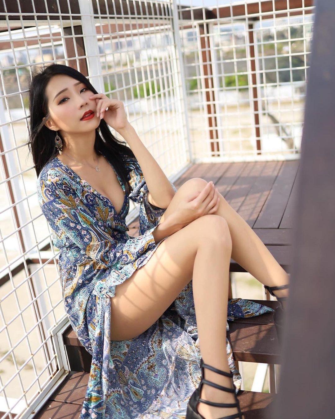 妖豔長髮美女黃韻霏 - 美女圖 -
