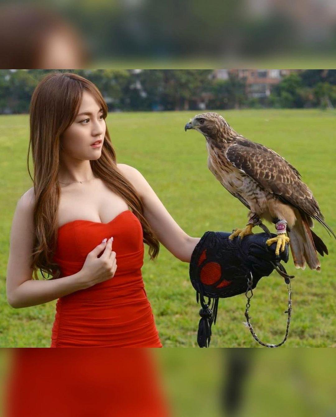 讓老鷹看到呆掉的美女佳佳兒 - 美女圖 -