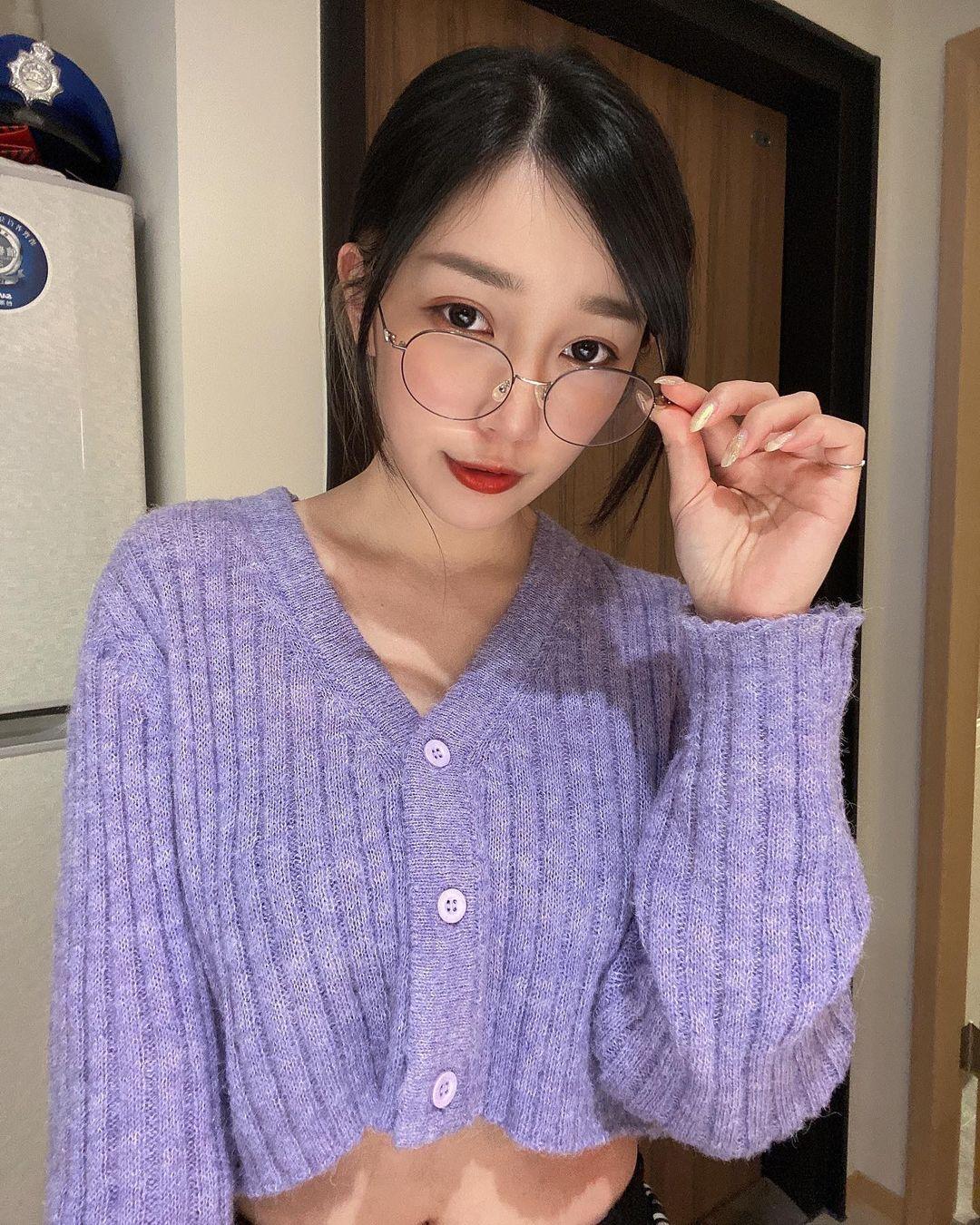 暗黑系女孩劉萱 魅惑的眼神 像中毒一樣一直想看下去 - 美女圖 -
