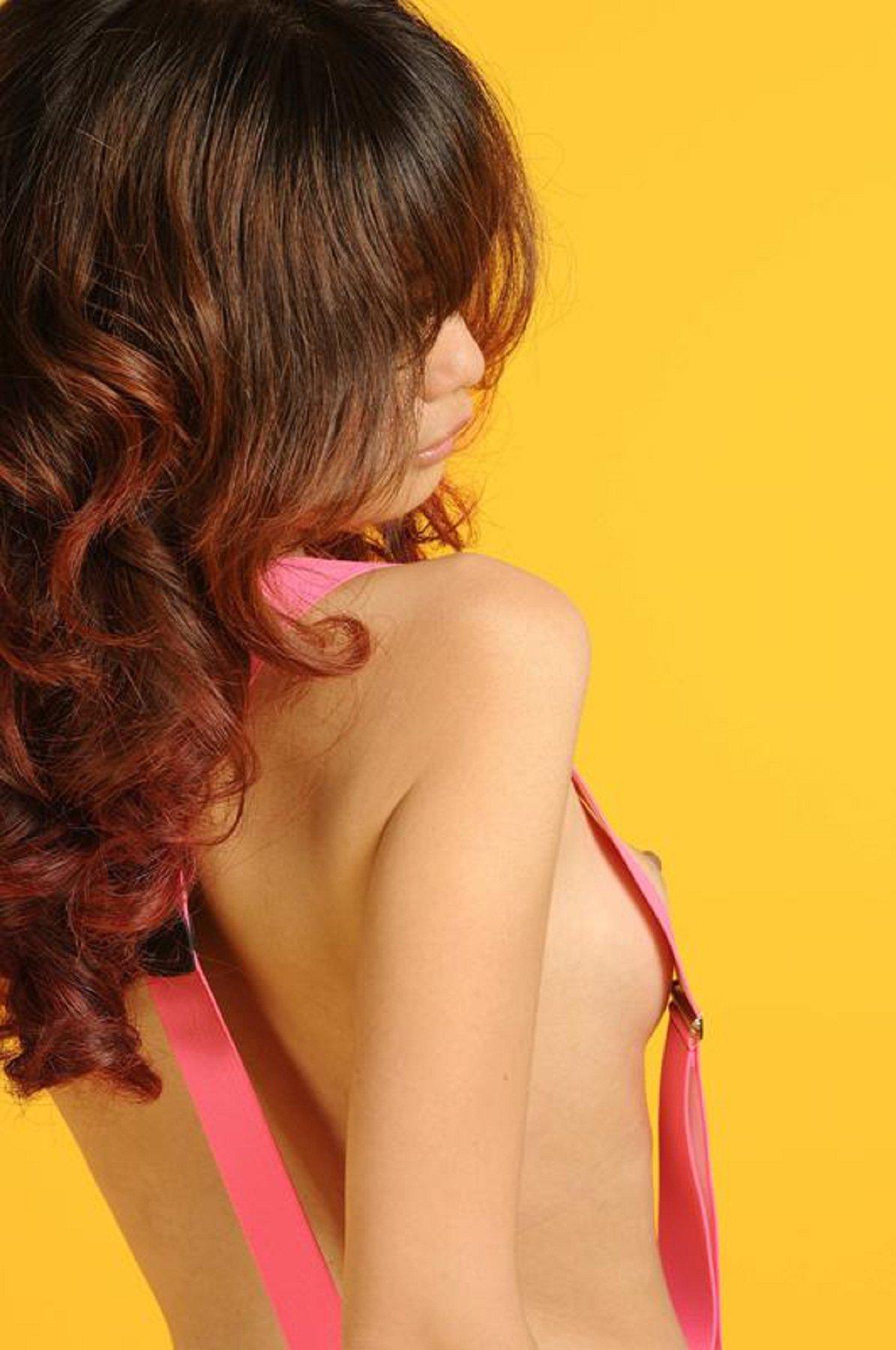 國模Yumi賓館大尺度人體私拍套圖 - 貼圖 - 清涼寫真 -