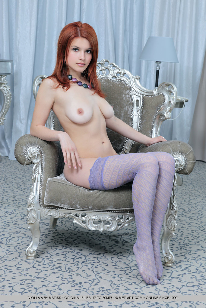 Redhead glamour model Violla A flaunting natural boobs in sheer stockings - 貼圖 - 歐美寫真 -